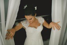 Vestido do Atelier Marie Lafayette escolhido por Maria Julia. O casamento de Maria Julia e Gabriel foi publicado no Euamocasamento.com, e as fotos são de Aline Lelles. #euamocasamento #NoivasRio #Casabemcomvocê