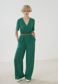 A statement all-in-one in portobello green sandwashed crepe de chine. Full length legs, side seam pockets, sharp v-neck and rainbow elastic to gently gather at the waist. Hidden centre back zip and hook and eye fastening.