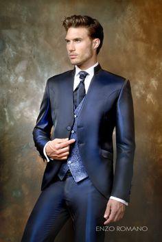 Traje de novio en color azul. Descubre toda la colección de Enzo Romano en http://www.enzoromano.com/ceremonia-2016/
