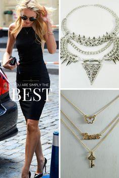 Dale el toque a tu vestido con un maxi collar o simplemente adórnalo sutilmente con un colgante fino. Ambas opciones ideales!