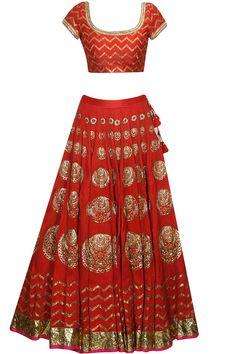 Tisha Saksena presents Red chaand and fish pattern dabka embroidered flared lehenga set available only at Pernia's Pop Up Shop. India Fashion, All Fashion, Fashion Outfits, Indian Clothes, Indian Outfits, Estilo India, Indian Wedding Sari, Blouse Desings, Moda Indiana