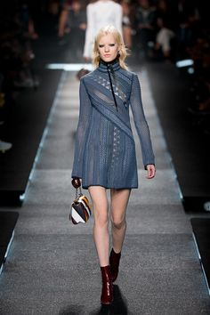 http://www.fashionsnap.com/collection/louis-vuitton/woman/2015ss/gallery/index11.php
