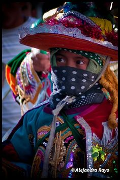 Central America | Portrait of a girl wearing traditional clothes, Moro, Guatemala | © Alejandra Rayo
