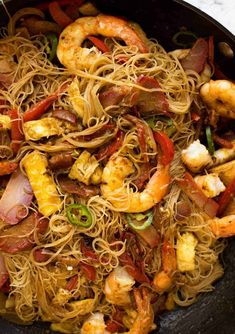 Singapore Noodles in a wok, fresh off the stove, ready to be served. Vermicelli Recipes, Rice Vermicelli, Chinese Cooking Wine, Asian Cooking, Seafood Recipes, Cooking Recipes, Curry Seasoning, Chinese Bbq Pork, Salads