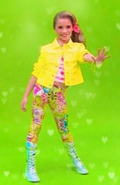 I want that outfit!! Kenzie..