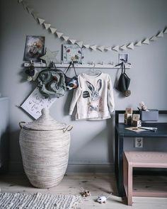 "1,057 gilla-markeringar, 22 kommentarer - Anna Kubel (@annakubel) på Instagram: ""Hollies place!👆🏼 In love with her new sweater from @babyshop.se ✨🐇🍃"""