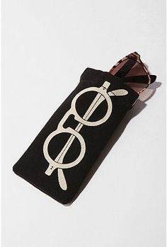 like trompe l'oeil, don't like pronouncing trompe l'oeil, this eye glasses case will make me smarter