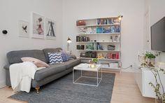 Vita väggar och vaxade golv i hela lägenheten