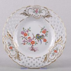 Meissen Indian Rock flowers and bird painting breakdown plate cm, choice, TOP. Decor: Indian rock flower and bird painting, gold rim. Rock Flowers, Vintage Cups, Plates And Bowls, Serving Dishes, Vintage Antiques, Tea Pots, Decorative Plates, Bird, Indian
