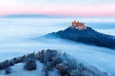 1.Com príncipe e tudo Cúmulo da beleza romântica, encarapitado em uma colina, o Castelo Hohenzollern fica a 50 quilômetros de Stuttgart,…