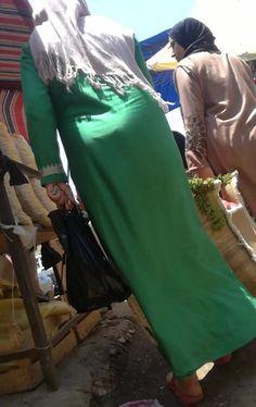Arab Girls Hijab, Girl Hijab, Arab Women, Muslim Women, Niqab, Muslim Beauty, Curvy Dress, Islamic, Backless