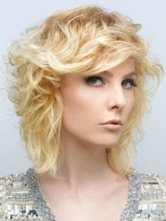 Face Slimming Hairstyles Ideas for 2012 Face Slimming Hairstyles, Long Bob Hairstyles, Hairstyles For Round Faces, Hairstyles With Bangs, Layered Hairstyle, Medium Layered Hair, Medium Hair Cuts, Medium Hair Styles, Short Hair Styles