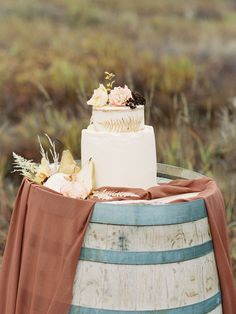 Simple Wedding Cake with Dried Flowers and Ferns Wedding Shoot, Chic Wedding, Wedding Ideas, Wedding Vendors, Wedding Cakes, Alaskan Wedding, Fall Flower Arrangements, Wild Love, Reception Table