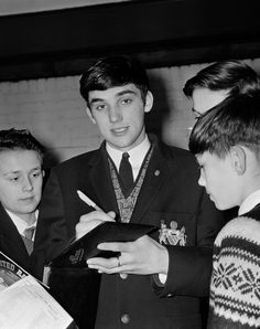 Former @manutd winger George Best signs autographs for lucky fans.