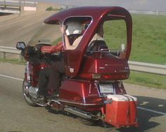 https://flic.kr/p/Dko9x | Motorcycle with a roof | On I-35E northbound in TX