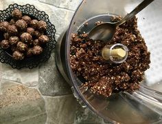 Granola, Snacks, Barre, Food, Dried Dates, No Bake Desserts, Pistachios, Chocolates, Preserves