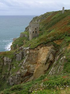 Wheal Trewavas was only open for 12 years, from 1834 to 1846, but during that time it produced over £100,000-worth of copper ore. There is another mine nearby called Wheal Prosper, which produced copper and tin. The shafts from these clifftop Cornish mines often went some distance out under the sea bed.