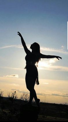 Silhouette dancer -Texas Sunset Sandy Berend Photography - Fotoideen - Welcome Decor Fashion Photography Poses, Cute Photography, Photography Lessons, Sunset Photography, Photography Backdrops, Digital Photography, Portrait Photography, Texas Sunset, Silhouette Photography