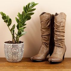 147886_2 Vigan, Combat Boots, Gardening, Fashion, Moda, Fashion Styles, Lawn And Garden, Fashion Illustrations, Horticulture