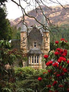 royal botanic garden in edinburgh, scotland Beautiful Castles, Beautiful World, Beautiful Places, Oh The Places You'll Go, Places To Travel, Botanic Gardens Edinburgh, Scottish Castles, Voyage Europe, Belle Villa