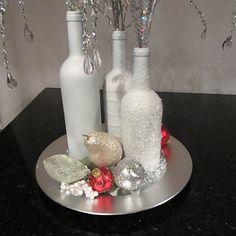 46 DIY Simple but Beautiful Wine Bottle Decor Ideas 29 - Gongetech Wine Bottle Centerpieces, Christmas Centerpieces, Bottle Decorations, Vases, Painted Wine Bottles, Bottles And Jars, Glass Bottles, Wine Glass, Diy Bottle