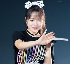 Kpop Girls, Yuri, Celebrities, Random, Twitter, Fashion, Moda, Celebs, Fashion Styles