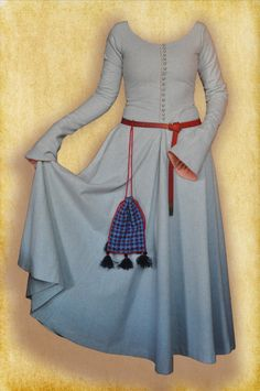 Buttoned cottehardie with bombardes sleeves