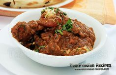 Bhuna Chicken Recipe is the famous Indian chicken dish, cooked in fresh fragrance of ginger, garlic and Bhuna Masala. Kebab Recipes, Veg Recipes, Curry Recipes, Indian Food Recipes, Chicken Recipes, Cooking Recipes, Ethnic Recipes, Bhuna Chicken Recipe, Indian Chicken Dishes
