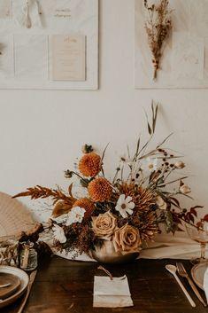 Centerpiece Wedding Flower Arrangements, Dahlia Centerpiece, Rose Centerpieces, Flower Decorations, Fall Flowers, Dried Flowers, Ikebana, Planning A Small Wedding, Terracota