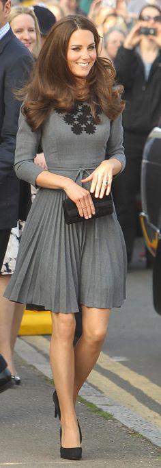 Duchess Catherine in gray Orla Kiely dress. Beautiful!