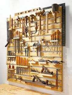 "– How to: Make a ""Hold Everything"" Tool Rack mobel streichen von eiche rustikal zu schwarz 6 minimal rack en bois pour vetements et rangement…wall from pallet wood mur en bois de palettes Pallet Tool, Diy Pallet Projects, Home Projects, Pallet Ideas, Diy Wood Projects For Men, Pallet Crafts, Pallet Designs, Wood Ideas, Wooden Crafts"