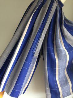 お召しの着物から袴スカート青ベースの地にベージュやグレー 白 金糸で縞模様と格子模様が織りなされています。袷の着物だったので、これからの季節にはぴったりの生地... ハンドメイド、手作り、手仕事品の通販・販売・購入ならCreema。