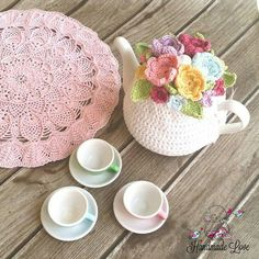 This listing is for a beautiful crochet tea cozy. It would brighten your kitchen.It would make a fancy tea party and a great gift for anyone. Tea