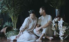 #Traditional #Prewedding #PreweddingPhotography #PreweddingIdeas #Javanese #Indonesia Pre Wedding Poses, Pre Wedding Photoshoot, Wedding Ideas, Javanese Wedding, Traditional Wedding Dresses, Real Couples, Wedding Photography Poses, Wedding Photo Inspiration, Dream Wedding