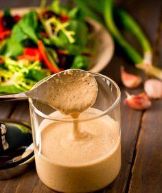 Otları Tatsız Tuzsuz Yememeniz İçin Size Gereken 13 Salata Sosu Tahini Dressing, Salad Dressing, Italian Chicken Dishes, Roasted Eggplant Dip, Salad Recipes, Healthy Recipes, Veggie Recipes, Vegetarian Recipes, Dressing Recipe