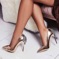 29 Stilettos Shoes To Copy Asap - Schuhe und Handtaschen - Hot High Heels, High Heel Pumps, Womens High Heels, Pumps Heels, Stilettos, Frauen In High Heels, Embellished Heels, Giuseppe Zanotti Heels, Stiletto Shoes