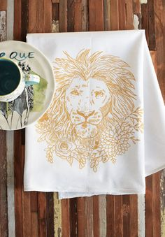 We love the unique look of hand printed textiles and their ability to capture the style and feel of honest hand made goods. This all natural and eco friendly cotton flour sack towel has been screen printed with our original hand drawn botanical lion print. The perfect kitchen accent for all outdoors-men and women. Our classic flour sack towels are made from super soft and durable cotton that is sure to remind you of the towels that your Grandma always trusted in her kitchen. Thick, soft and…