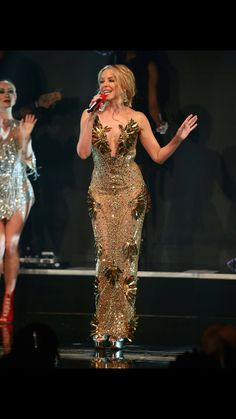 Lovely Dresses, Beautiful Outfits, Work Christmas Party Ideas, Kylie Minogue Hair, Famous Musicals, Beautiful People, Beautiful Women, Amanda Bynes, Gold Fashion