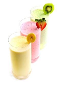 I love kefir and I have a kefir smoothie everyday. Mmm … mangoes mixed with kefir are my absolute favorite. Kiwi, berries, bananas any fruit you like , just mix it up with kefir and g… Fruit Smoothies, Breakfast Smoothies, Smoothie Drinks, Healthy Smoothies, Healthy Drinks, Smoothie Recipes, Strawberry Smoothie, Fitness Smoothies, Cleansing Smoothies