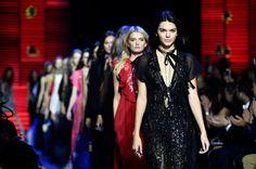 Kendall Jenner Photos - Elie Saab : Runway - Paris Fashion Week Womenswear Spring/Summer 2016 - Zimbio