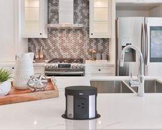 Apartment Interior Design, Kitchen Interior, New Kitchen, Kitchen Design, Beach House Kitchens, Home Kitchens, Room Design Bedroom, Kitchen Benches, House Rooms