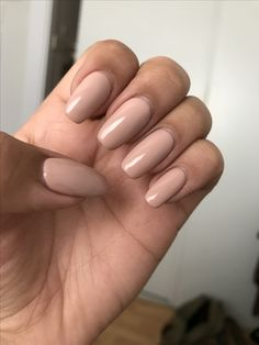 Simple Acrylic Nails Squoval If you want a chic manicure, but prefer a more natural look, nude nails are the perfect choice for you! We have lovely and demure ideas just for you!Gel Nail Art Polish Trends Part five 2018 What does one- essie natur Simple Acrylic Nails, Best Acrylic Nails, Squoval Acrylic Nails, Nail Shapes Squoval, Simple Nails, Neutral Nails, Nude Nails, Coffin Nails, Beige Nails