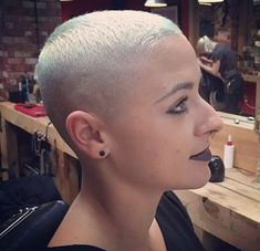 Pixie Cut with a Tapered Fade - 20 Bold Androgynous Haircuts for a New Look - The Trending Hairstyle Super Short Hair, Short Grey Hair, Girl Short Hair, Short Hair Cuts, Short Hair Styles, Hair Girls, Shaved Hair Cuts, Shaved Head, Shaved Sides