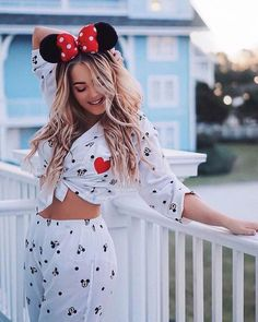 20 Disney Micky and Minnie Theme Outfits and accessories - Mode - Cute Disney Outfits, Disney World Outfits, Disneyland Outfits, Cool Outfits, Disney Clothes, Disneyland Trip, Estilo Disney, Disney Hairstyles, Theme Park Outfits