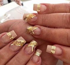 Gold Nail Art, Bling Acrylic Nails, Glam Nails, Cute Nail Art, Hot Nails, Glitter Nail Art, Beautiful Nail Art, Romantic Nails, Elegant Nails