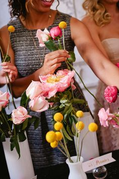 5 tips for throwing the best wedding DIY party ever! Get together with your bridesmaids, and cross some items off your wedding to-do list.
