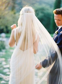 Love the long veil!