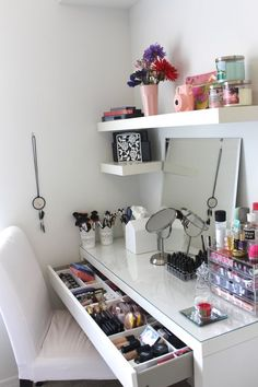 Vanity Trays Click Pic for 17 DIY Makeup Storage and Organization Ideas Easy Org. Vanity Trays Click Pic for 17 DIY Makeup Storage and Organization Ideas Easy Organization Ideas for Bedrooms Cute Room Ideas, Make Up Storage, Storage Ideas, Diy Storage, Storage Hacks, Storage Shelves, Storage Cart, Closet Shelves, Shelving Ideas