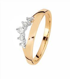 Kohinoorin Tia-timanttisormusta on saatavissa 5-6 timantilla valko- tai keltakultaisena. Suositushinnat 1029-1779 €. Bracelets, Gold, Jewelry, Fashion, Moda, Jewlery, Jewerly, Fashion Styles, Schmuck