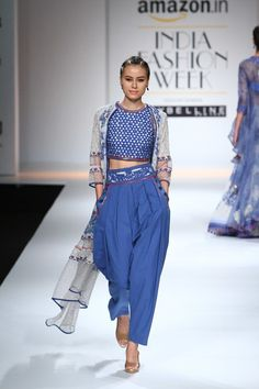 Trendy Fashion Show Ideas Design Spring 2016 21 Ideas Indian Attire, Indian Wear, Indian Outfits, Indian Dresses, Ethnic Fashion, Asian Fashion, Look Fashion, Trendy Fashion, Dress Fashion
